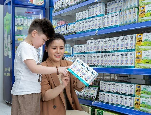 Tại các cửa hàng Vinamilk Giấc Mơ Sữa Việt, người tiêu dùng dễ dàng tìm thấy nhiều sản phẩm sữa và thức uống dinh dưỡng cho cả gia đình.