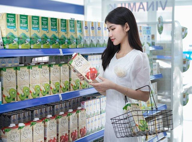 Các sản phẩm mới của Vinamilk đều nhanh chóng xuất kiện trên kệ cửa hàng Giấc Mơ Việt.