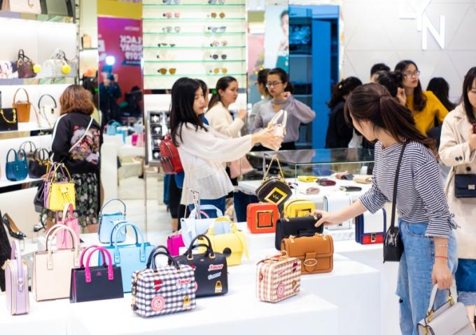 Lễ hội mua sắm Đỏ Việt Nam 2020 là cơhội vàng để sắm những món đồ hàng hiệu với giá tốt nhất.