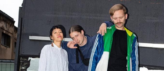 Hainhạcsỹ người Đứchai nhạc sĩ Anton và Bennet cùng nghệ sỹ Linh Hà. Nguồn:hanoigrapevine.com