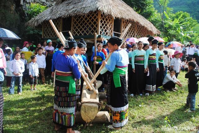 Lễ mừng cơm mới của người Thái Mai Châu. Nguồn: wiki.youvivu.com