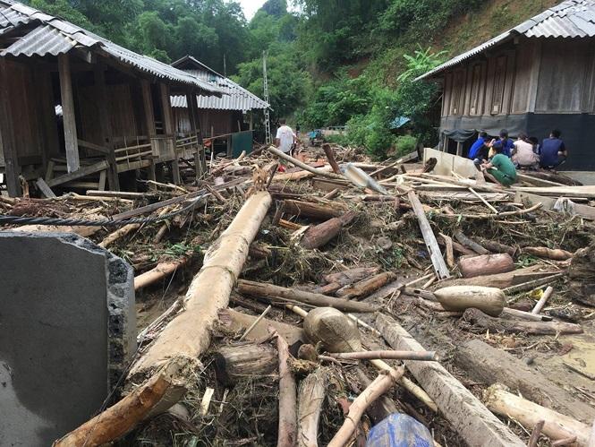 Cơn bão số 3 gây ra mưa lũ khiến các trận lũ quét kinh hàng xảy ra, gây thiệt hại lớn về người và tài sản cho người dân. Nguồn: 24h.com.vn