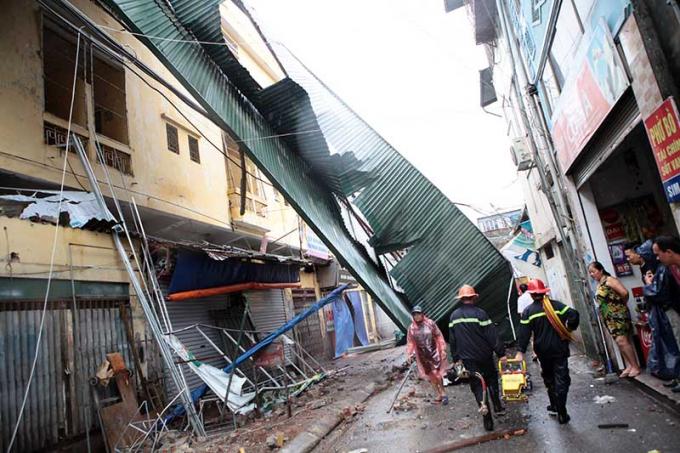 Quái bãoMirinae khiến Hà Nội tan hoang. Nguồn: 24h.com.vn