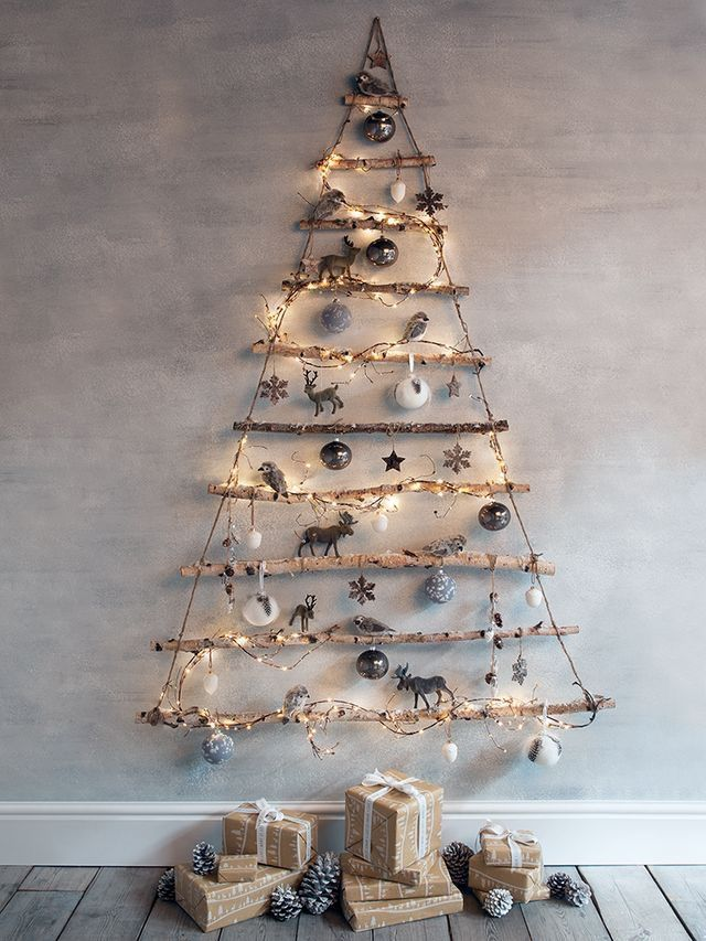 Biến tấu từ việc dùng cành khô, với dây đèn nháy và vài đồ trang trí là có ngay cây thông Giáng Sinh tuyệt đẹp. Nguồn: Pinterest.com