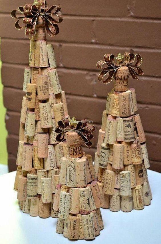 Góc nhỏ trong nhà trở nên dễ thương hơn nhờ những cây thông xinh xắn từ nút bần rượu vang. Nguồn: Pinterest.com