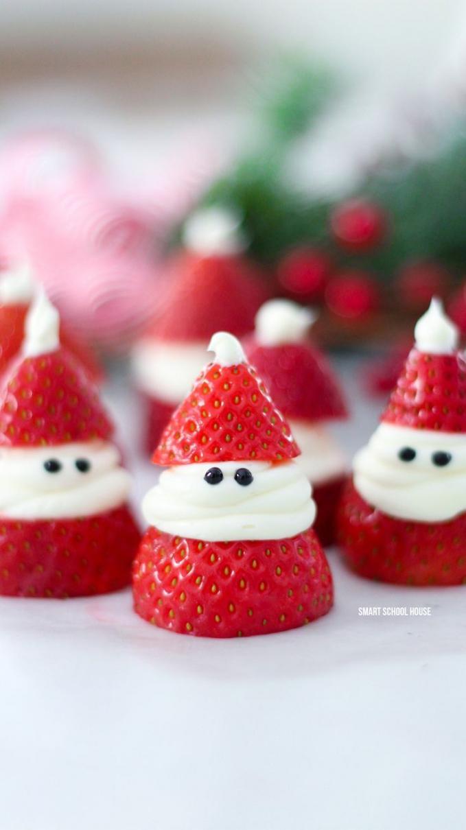Ông già Noel ngộ nghĩnh từ những quả dâu tây chắc chắn sẽ làm các bạn nhỏ thích mê. Nguồn: Pinterrest.com