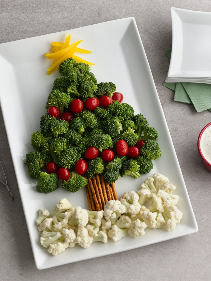 Cây thông Noel từ rau củ tươi ngon. Nguồn: Pinterest.com