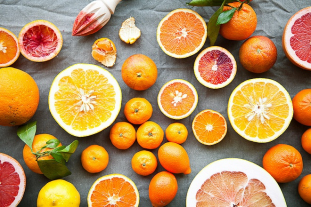 Cam, bưởi, kiwi, quýt... là những loại trái cây chứa hàm lượng vitamin C cao góp phần cải thiện hệ miễn dịch. Nguồn: giadinhmoi.vn