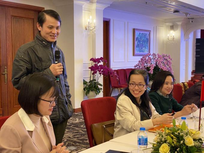 TS. Lê Quang Hòa (thứ hai từ trái qua) và TS. Nguyễn Lê Thu Hà, GĐ công tyInnogenex (thứ ba, từ trái qua)giới thiệu về sinh phẩm RT - LAMP chiều ngày 7/2.