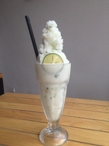 Chanh tuyết chua ngọt, mềm xốp và mát rười rượi. Nguồn: thecafein.com