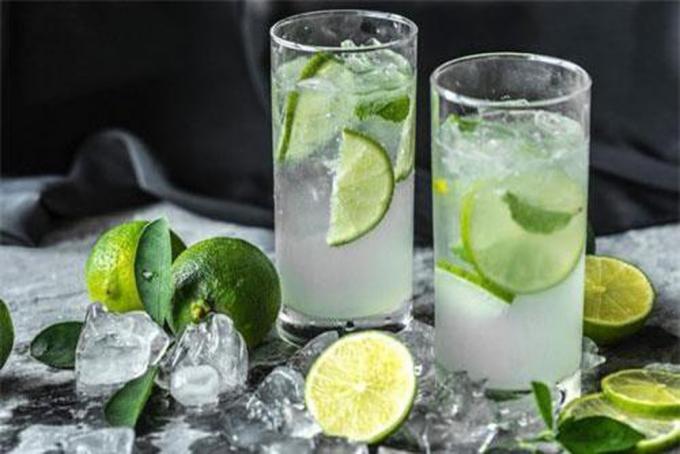 Nước chanh -món đồ uống xưa như quả đất rồi, nhưng chẳng khi nào thiếu trong danh sách các loại nướcuống mùa hè giải khát. Ảnh: Baomoi.com