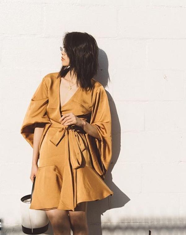 Váy quấn bằng lụa bóng đượccác nàng ưa thíchphong cách thời trang nổi bật lăng xê. Nguồn:eva.vn
