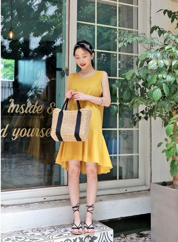Váy suông nhấn đuôi cá đem tới sự mới mẻ cho phong cách các nàng, khác hẳn so với khi diện váy suông thông thường. Nguồn: eva.vn