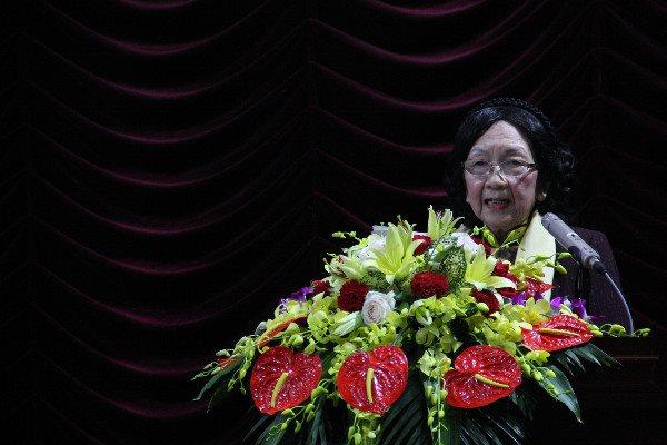 GS.TSKH Phạm Thị Trân Châu phát biểu khai mạc phiên toàn thể Hội nghị