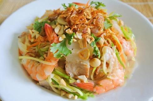 Salad xoài tôm thịt hoặc gỏi xoài tôm thịt vừa đơn giản, vừa ngon. Nguồn: monngonchuabenh.com