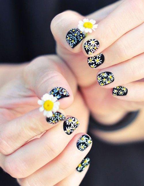Nail hoa nhí sẽ mang lại cảm giác nhẹ nhàng, nữ tính. Nguồn: bloganchoi.com