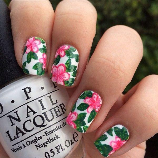Nail với họa tiết những bông hoa to, màu sắc sặc sỡ dành cho những cô nàng cá tính, năng động. Nguồn: Bloganchoi.com