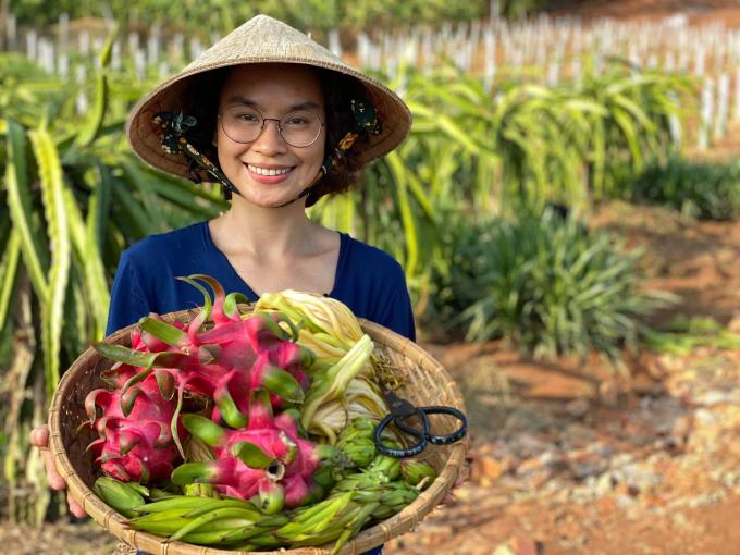 Chị Đặng Xuân Uyên chia sẻ niềm vui khi biết thêm một nguyên liệu mới để chế biến những món ăn thuần Việt.