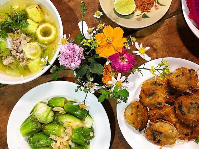 Mâm cơm dân dã với những món ăn từ hoa thanh long