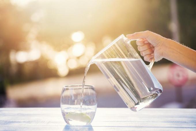 Nước lọc là lựa chọn tốt nhất. Nguồn:kinhtechungkhoan.vn