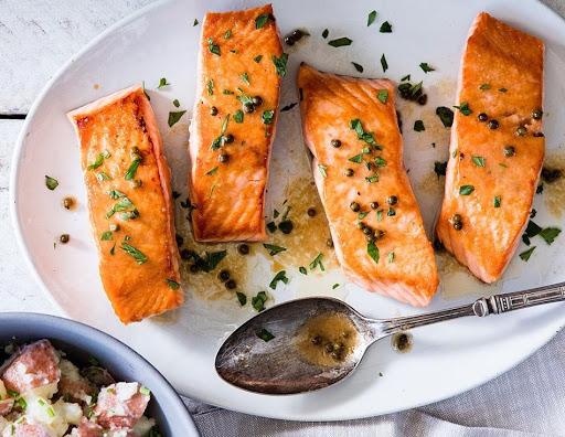 Năng lượng từ cá hồi cung cấp cho cơ thể chủ yếu từ chất béo và protein lành mạnh nên đây là một phương pháp giảm cân low carb khá hiệu quả. Nguồn: bikipgiamcan.vn
