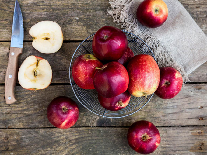 Để hỗ trợ quá trình giảm cân hiệu quả, bạn nên ăn ít nhất 3 quả táo mỗi ngày. Nguồn:thuocdantoc.org