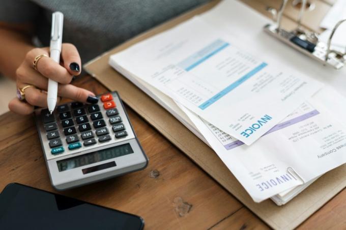 Việc đầu tiên, bạn cần cộng hết tất cả những khoản tài chính mà bạn có để nắm được một con số chính xác để có thể hoạch định đượckế hoạchtiếp theo.