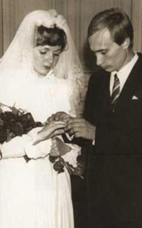 Cô tiếp viên hàng không của hãng Aeroflot quen chàng điệp viên Vladimir Putin năm 1980. Hai người kết hôn vào ngày 28/7/1983.Ảnh:Kremlin.ru