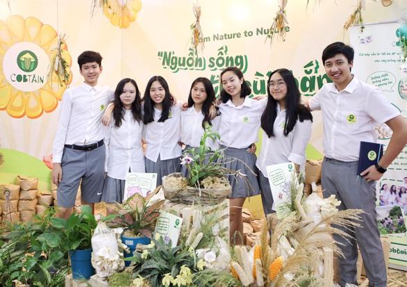 Cobtain gồm 7 bạn học sinh đang theo học tại các trường trung học BVIS, Concordia, BIS và Archimedes trên địa bàn thành phố Hà Nội. Nguồn: khampha.vn
