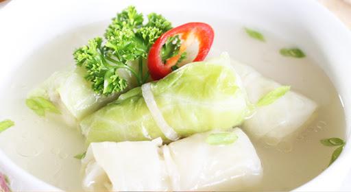 Canh bắp cải cuộn chay thơm mùi nấm, vị thanh, ngọt mát.