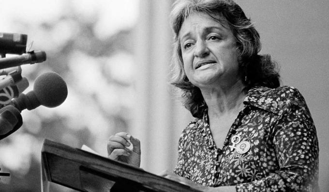 BettyFriedanlà một nhà văn, và là một trong những nhân vật nổi bật trong phong trào nữ quyền ở Mỹ. Nguồn:wisewomen.com.au
