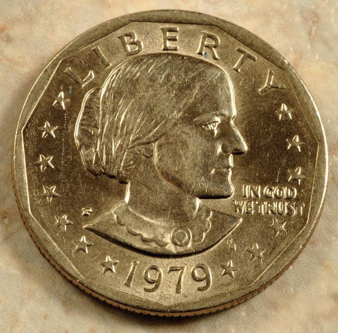 SusanB.Anthony là người phụ nữ đầu tiên được xuất hiện trên đồng xu của Mỹ. Nguồn:britannica.com