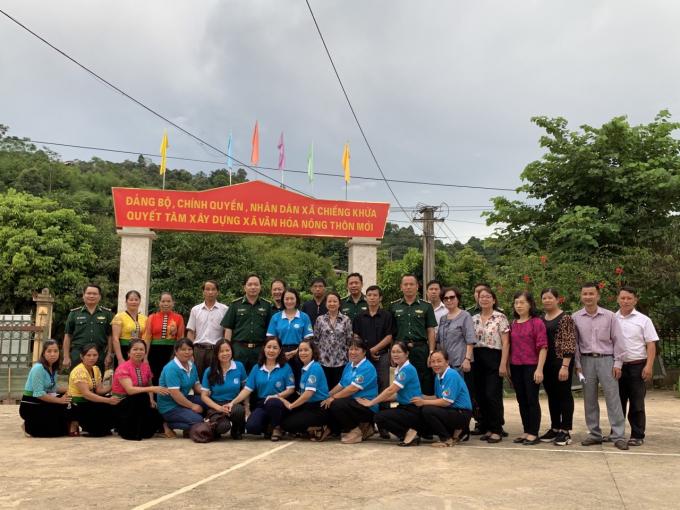 3. Đoàn công tác của Hội LHPN VN, Bộ tư lệnh Biên phòng, Hội NTT VN và ban chỉ đạo Xã Chiềng Khừa, Ban chủ nhiệm Đề tàiHội NTT VN lên thăm và làm việc tại Sơn La