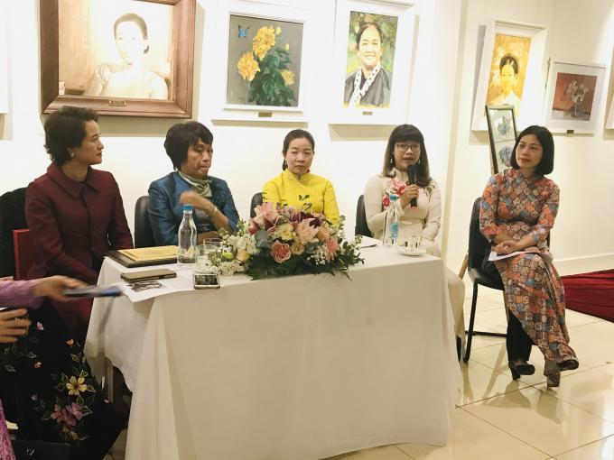 ThS. BS Trần Thị Hải Ninh chia sẻ câu chuyện của mình trong quá trình tham gia phòng chống dịch Covid-19 tại Hội thảo