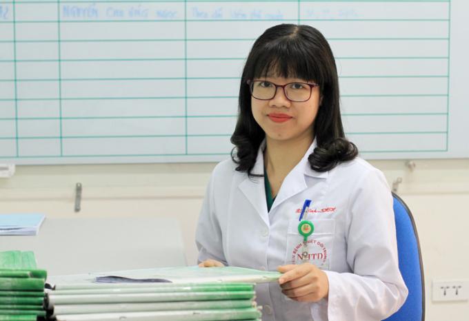 ThS. BS Trần Thị Hải NinhlàTrưởng khoa Nội tổng hợp, bệnh viện Nhiệt đới Trung ương, là một trong những bác sĩ trên tuyến đầu chống dịch Covid-19.