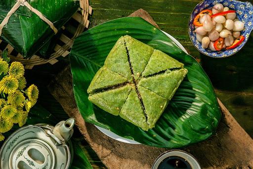 Bánh chưng là món ăn không thể thiếu trên mâm cỗ ngày Tết của người Việt Nam