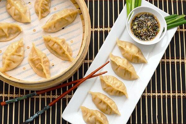 Sủi cảo là một trong những món ăn truyền thống của người dân Trung Quốc trong dịp Tết Nguyên Đán.