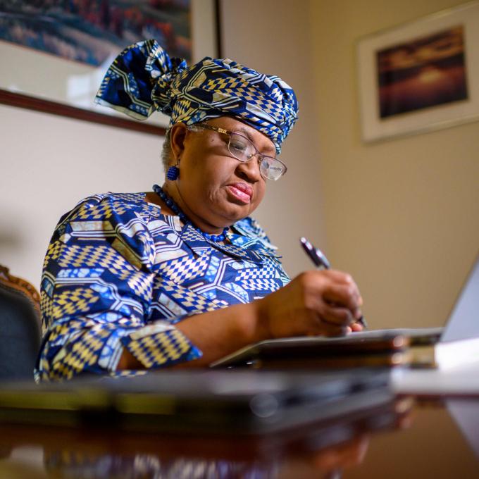 Bà Okonjo-Iweala đã có 25 năm kinh nghiệm làm việc cho Ngân hàng Thế giới (WB) và là người chủ trương thúc đẩy tăng trưởng kinh tế và phát triển cho các nước nghèo. (Nguồn ảnh: The New York Times)