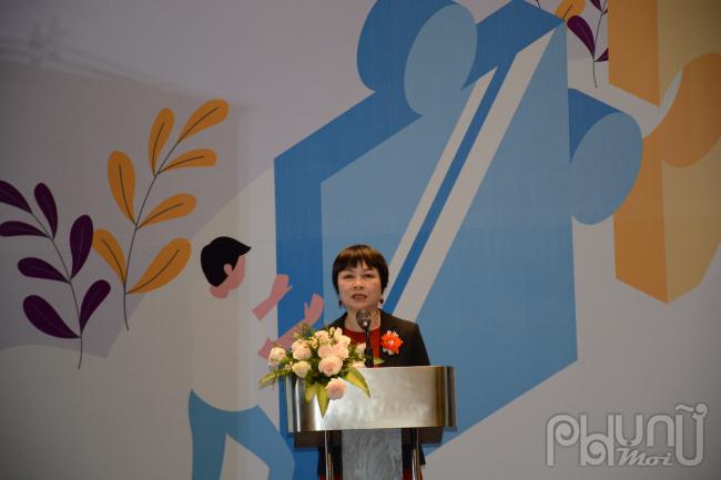 TS Khuất Thu Hồng - Viện trưởng Viện Nghiên cứu Phát triển Xã hội phát biểu tại Diễn đàn.