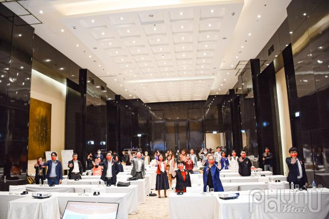 Các đại biểu tham dự Diễn đàn cùngbày tỏ quyết tâm hành động thúc đẩy bình đẳng giới và chấm dứt bạo lực đối với phụ nữ và trẻ em gái.