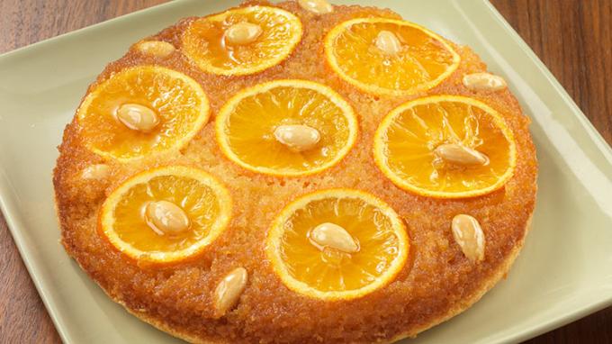 Bánh cam hạnh nhânvới cam ngon ngọt, hạnh nhân giòn và xốp dính và rất bổ dưỡng