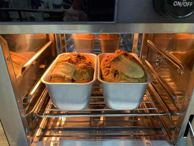 Nếu thường xuyên làm các loại bánh lớn như baguette, gato, bạn cần mua lò nướng có dung tích từ 42 đến 50 lít, đủ thanh nhiệt trên và dưới, có thể điều chỉnh được nhiệt độ, thời gian.