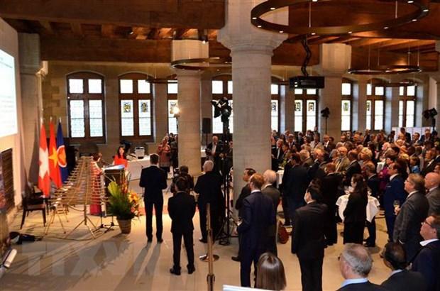 Quang cảnh Lễ kỷ niệm Quốc khánh Việt Nam và 50 năm thiết lập quan hệ ngoại giao Việt Nam-Thụy Sĩ tại Tòa thị chính Bern. Ảnh: TTXVN