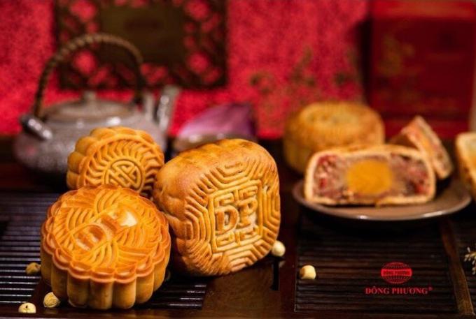 Bánh nướng Đông Phươngcó vỏ mỏng, bánh mềm, nhân lạp xưởng béo ngậy