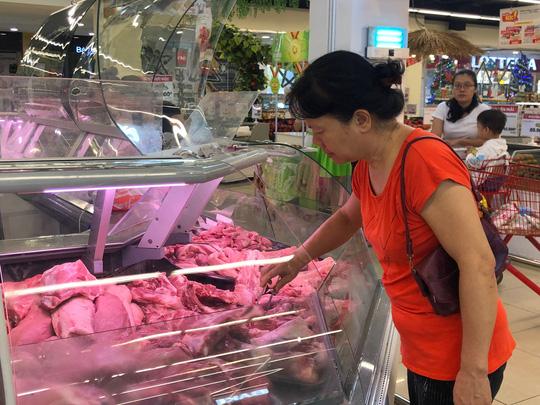 Giá thịt heo bán lẻ tại các siêu thị vẫn ở mức cao.