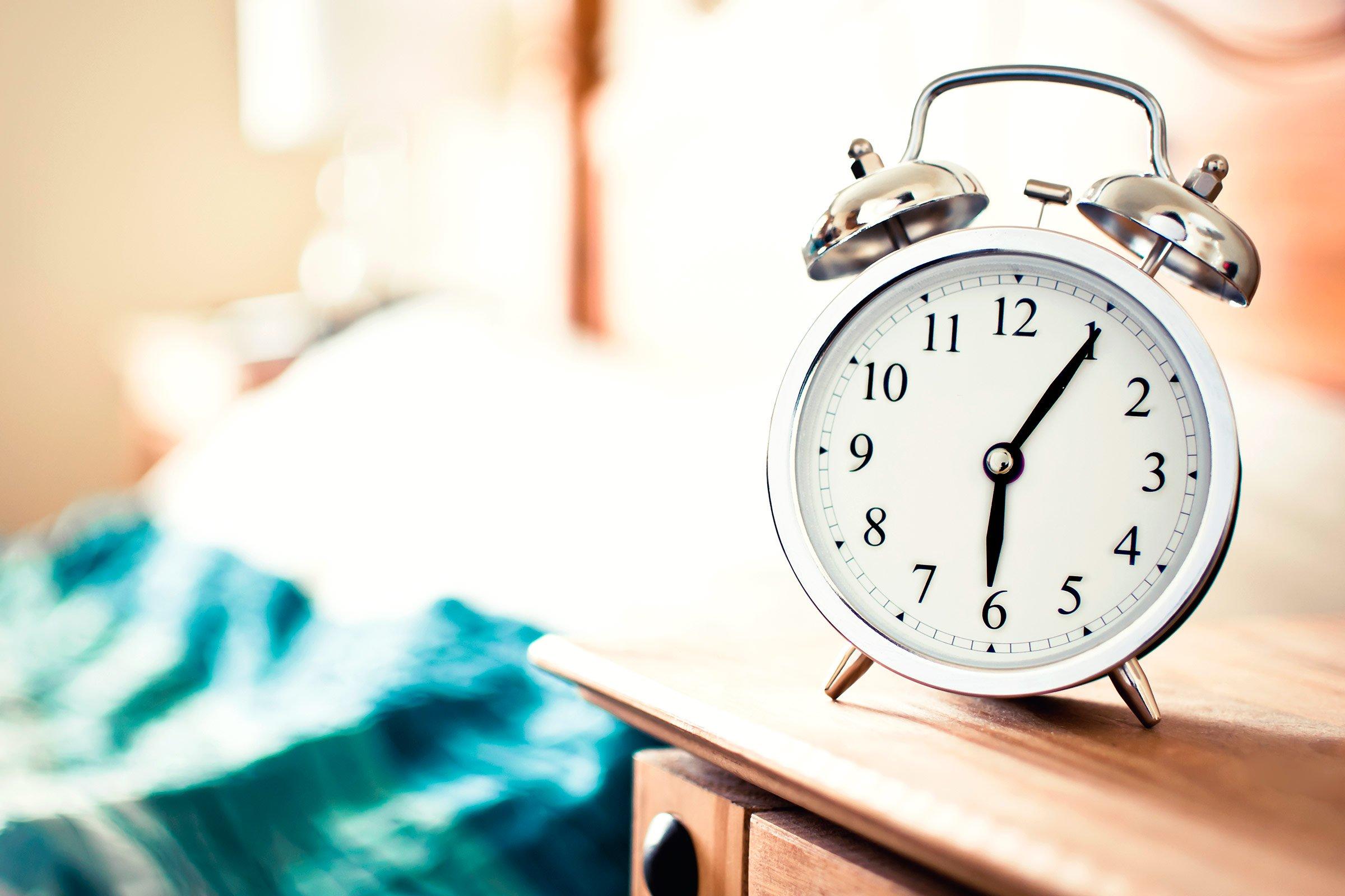 Đặt chuông báo thức để duy trì thời gian ngủ trưa hợp lý