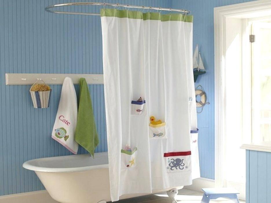 Bạn nên chọn những loại rèm khó thấm nước hoặc bằng các chất liệu dễ lau, rửa để dọn dẹp dễ dàng hơn