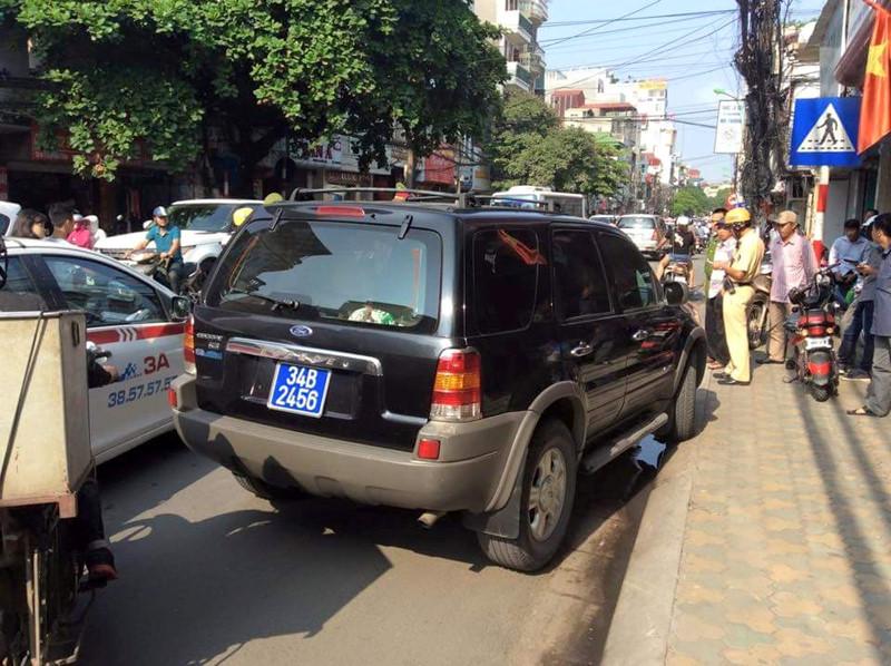 Cảnh sát giao thông có được dừng xe biển xanh, biển đỏ không?