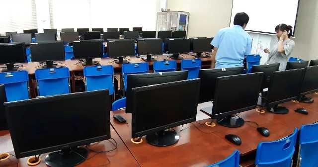 Máy vi tính để bàn là một trong những loại tài sản có trong danh mụcmua sắm tài sản Nhà nước thực hiện theo Quyết định số 3370/QĐ-UBND TP. HCM.