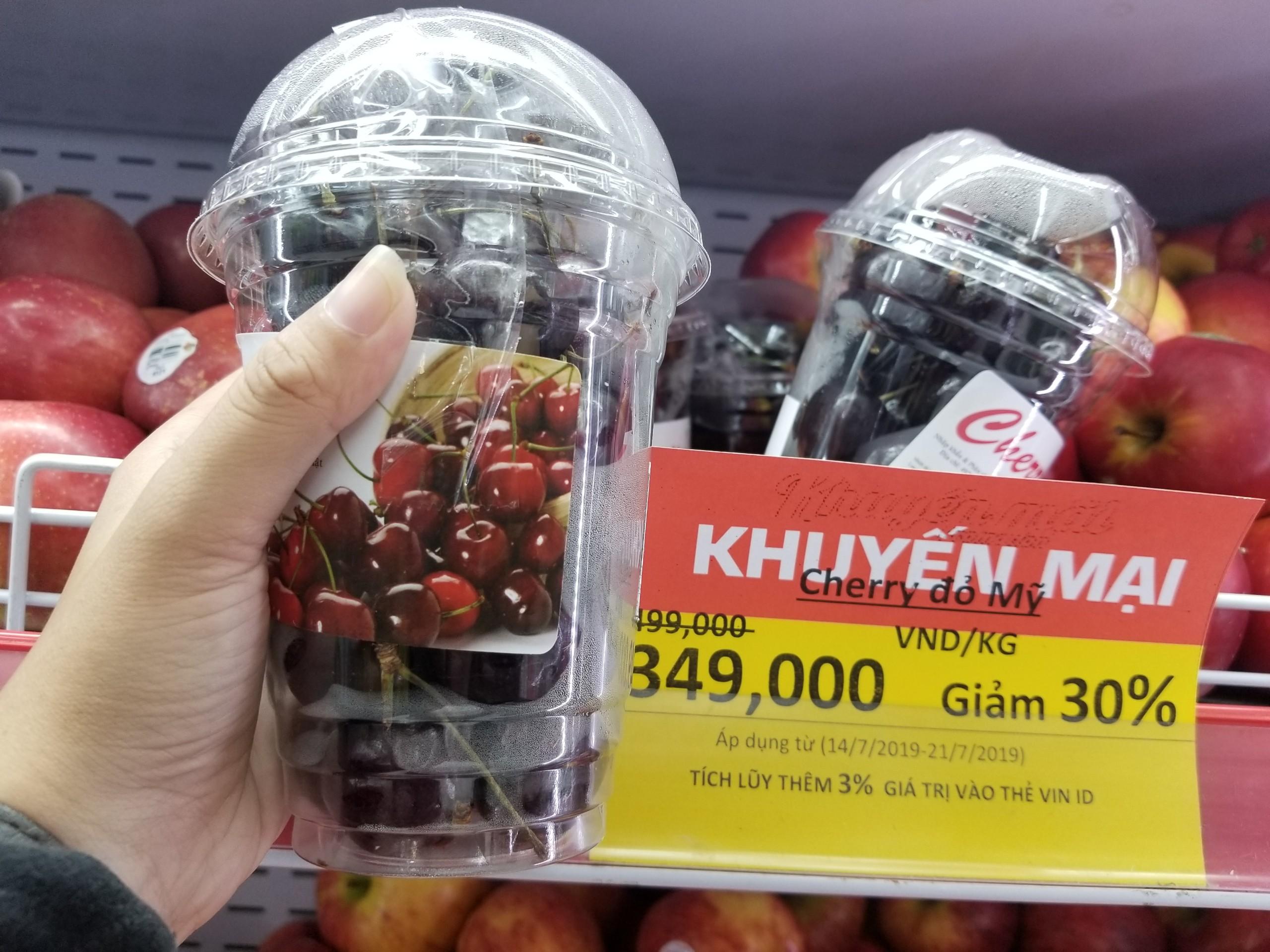 Cherry đỏ Mỹ tại hệ thống Vinmart. Ảnh: PV